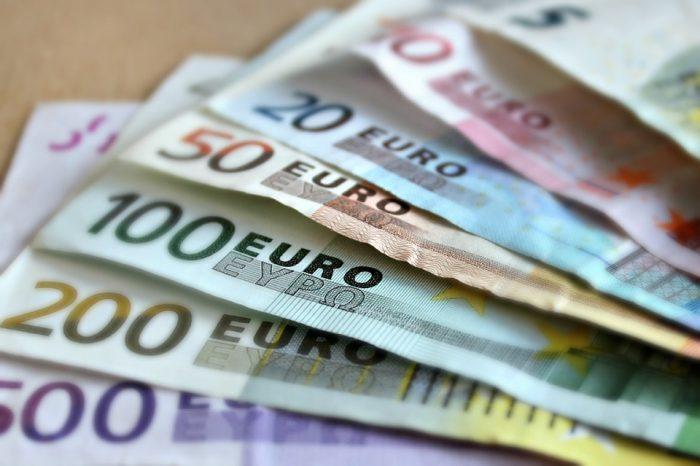 Cât de mult a crescut EURO după demiterea Guvernului