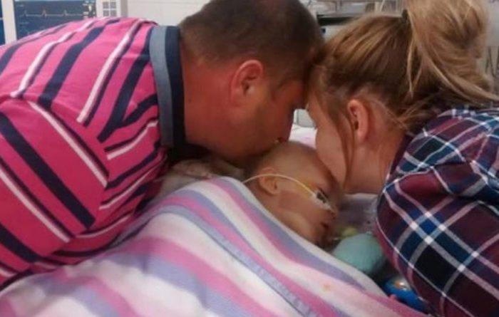 Părinții își luau adio de la fetița lor, care suferea de o boală gravă. După ce i-au oprit aparatele, se așteptau ca fata să moară, dar atunci ceva neașteptat s-a întâmplat