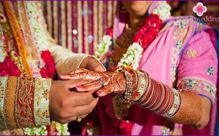 Un bărbat de 37 de ani s-a îndrăgostit orbește de o dansatoare. La o săptamână după ce s-a căsătorit cu ea a aflat că are 15 ani. Și este băiat!